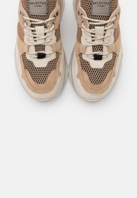 Selected Femme - SLFGAVINA TRAINER - Trainers - sand - 5