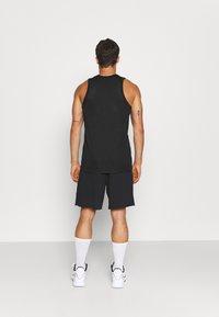 Nike Performance - STANDARD ISSUE  - Träningsshorts - black/pale ivory - 2