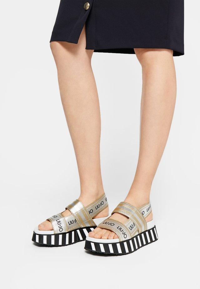 Sandály na platformě - light gold