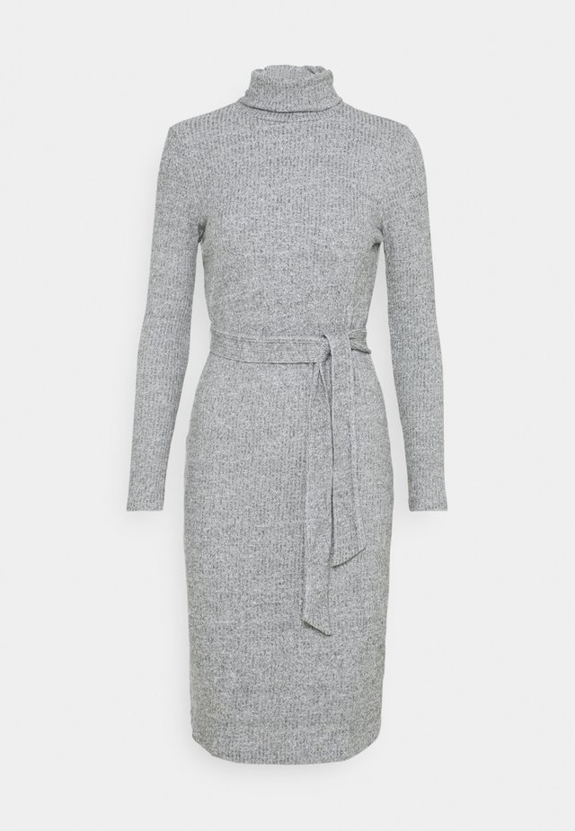 TIE WAIST ROLL NECK MIDI DRESS - Gebreide jurk - grey marl
