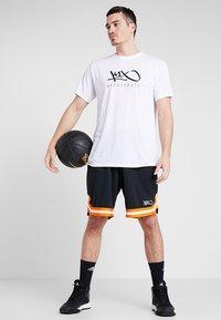 K1X - HARDWOOD - Print T-shirt - white - 1