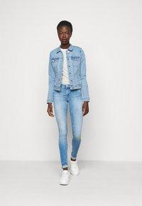 Vero Moda Tall - VMHOT SOYA JACKET - Jeansjakke - light blue denim - 1