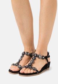 Alma en Pena - Wedge sandals - black - 0