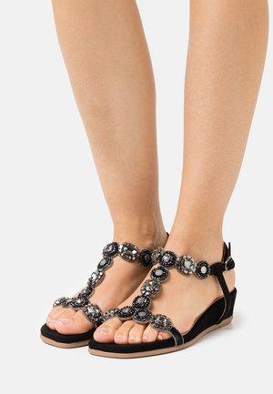Sandaler m/ kilehæl - black