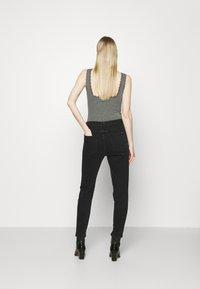 Marc O'Polo DENIM - FREJA BOYFRIEND - Slim fit jeans - black - 2