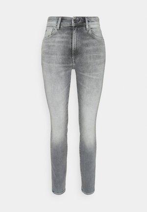 KAFEY ULTRA HIGH SKINNY - Jeans Skinny Fit - sun faded glacier grey