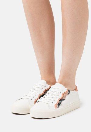 SIDEWALK TOP WAVY SNAKE - Sneakers laag - sweet tulip/multicolor