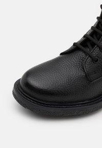 DECHASE - GUZO UNISEX - Lace-up ankle boots - black - 5