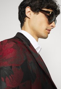 Twisted Tailor - LORRIS SUIT - Oblek - black/red - 6