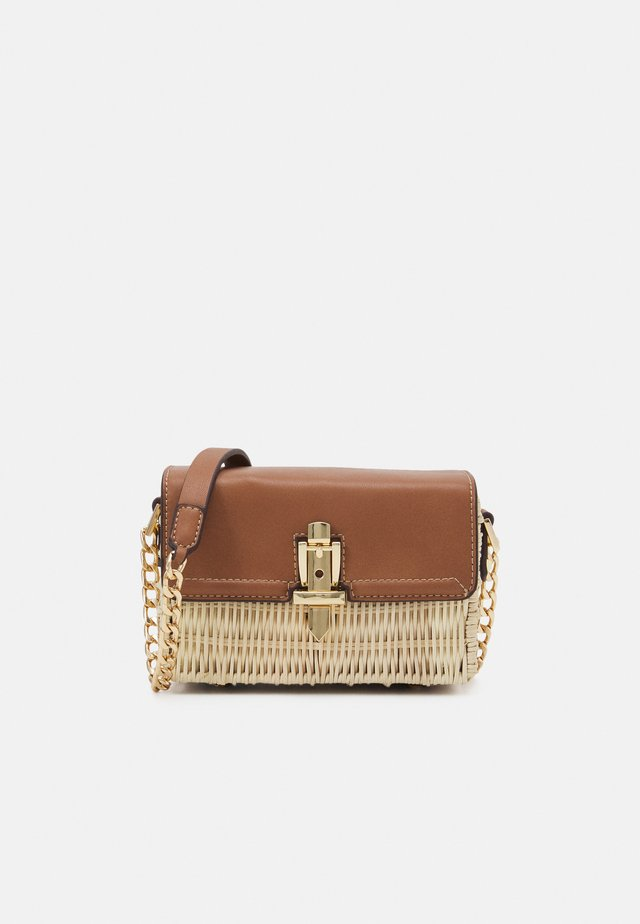 GEMMA CHAIN DETAIL CROSSBODY BAG - Borsa a tracolla - tan/natural