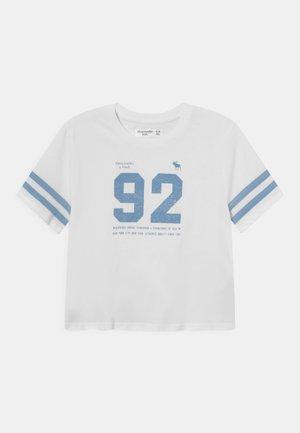 SPORTY TEE - Print T-shirt - white