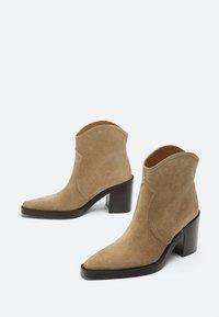 Uterqüe - High heeled ankle boots - nude - 2