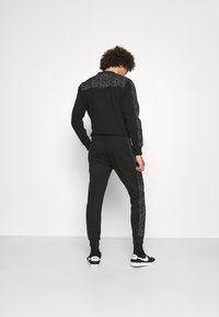 Calvin Klein - REFLECTIVE PRINT - Pantaloni sportivi - black - 2