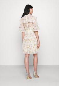 Needle & Thread - REVERIE ROSE MINI DRESS - Koktejlové šaty/ šaty na párty - champagne - 2