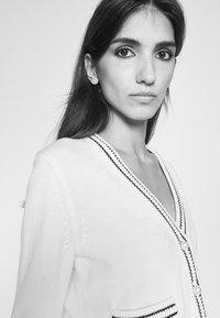 Claudie Pierlot - MALIGNE - Cardigan - ecru - 4