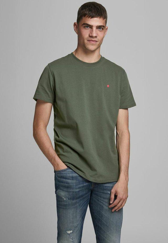 JJ-RDD CREW NECK - T-shirts basic - climbing ivy