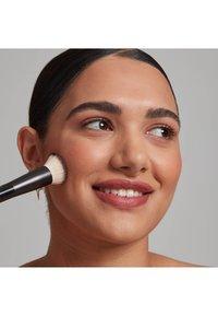 Nyx Professional Makeup - TOTAL CONTROL PRO DROP FOUNDATION - Foundation - classic tan - 3