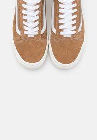 Vans - OLD SKOOL - Trainers - brown sugar/snow white - 5