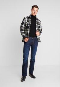 Mustang - OREGON - Jeans Bootcut - super dark - 1