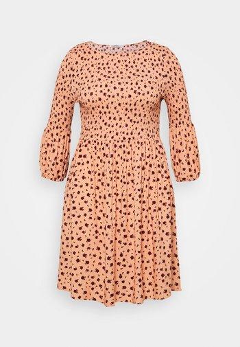 SMOCKED BUBBLE SLEEVE DRESSES WITH ROUND NECK - Denní šaty - peach