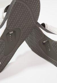 Reef - Sandály s odděleným palcem - grey/white - 5