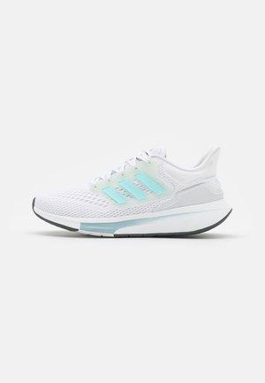 EQ21 RUN - Neutrala löparskor - footwear white/halo mint/grey six