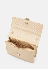 Valentino Bags - PICCADILLY - Handbag - nudo - 2