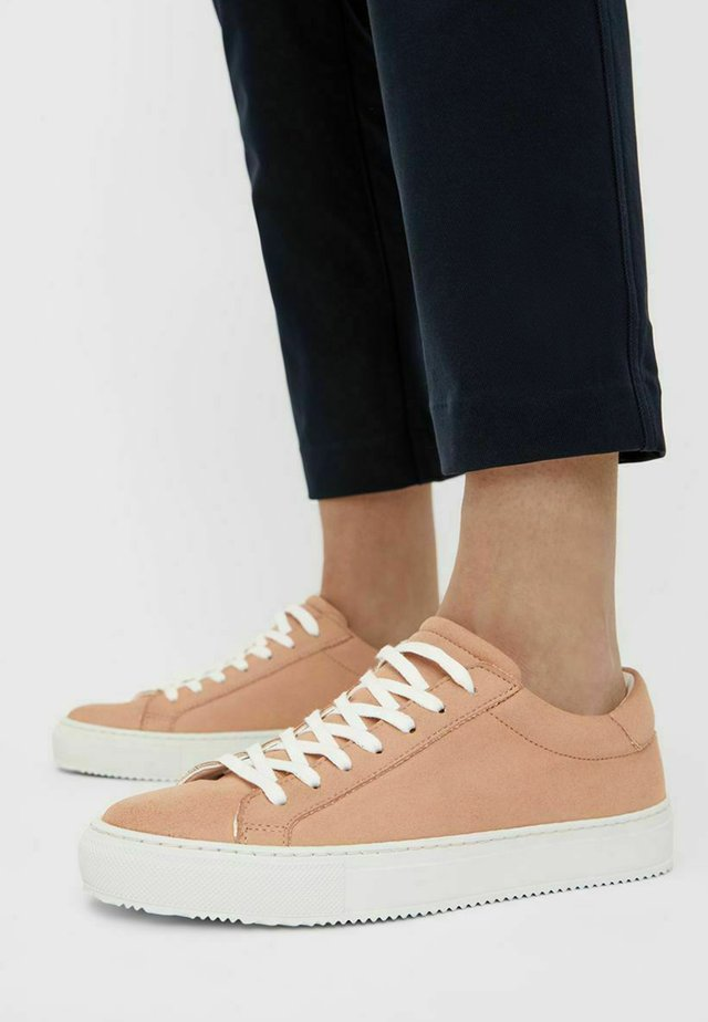 VEGANE SCHNÜR - Sneakersy niskie - peach