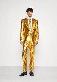 OppoSuits - GROOVY SET - Kostuum - gold - 0