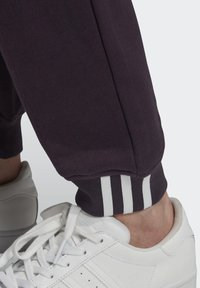 adidas Originals - Pantalones deportivos - noble purple - 5