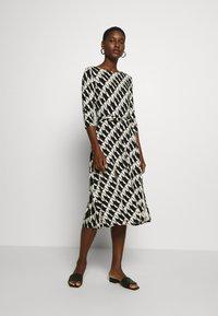 Wallis - BELTED JERSEY DRESS - Sukienka z dżerseju - mono - 2
