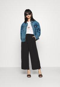 Missguided Petite - Denim jacket - stonewash - 1