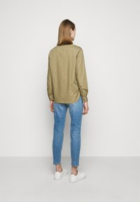 CLOSED - HAILEY - Button-down blouse - green umber - 2