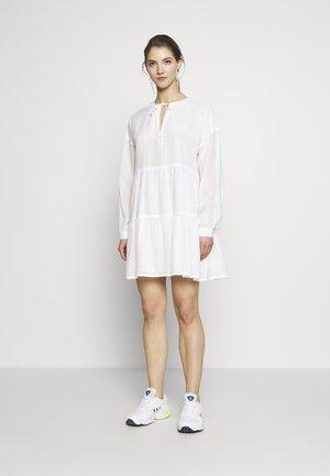 ONLAGGY DRESS - Vestido informal - cloud dancer