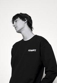 N°21 - Sweatshirt - black - 3