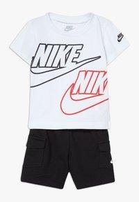 Nike Sportswear - CARGO BABY SET - Shorts - black/white/university red - 0
