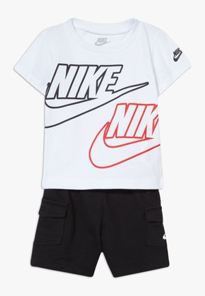 CARGO BABY SET - Shorts - black/white/university red