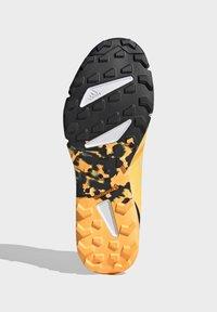 adidas Performance - TERREX SPEED TRAIL RUNNING SHOES - Obuwie do biegania Szlak - gold - 8