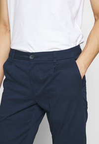 Only & Sons - ONSCAM - Chino kalhoty - dress blues - 4