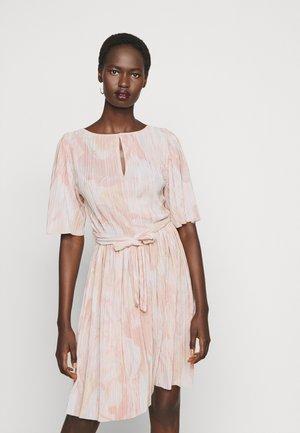 PRESTIGI - Vestito elegante - salmon/pink