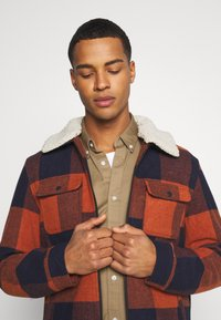 Only & Sons - ONSROSS NEW CHECK JACKET - Light jacket - bombay brown - 4