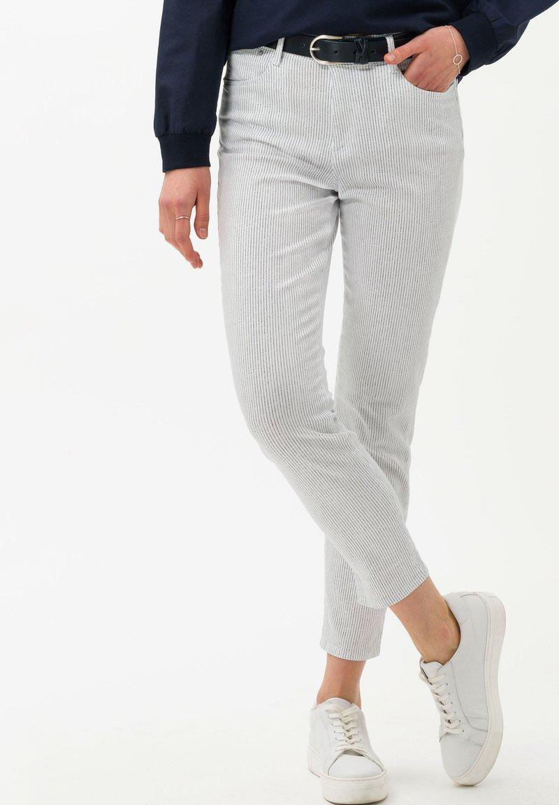 BRAX - STYLE SHAKIRA S - Jeans Skinny Fit - white
