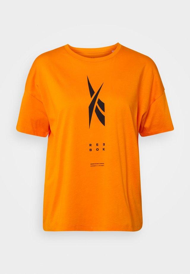 EDGEWRKS TEE - Printtipaita - orange