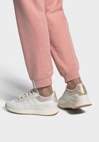 adidas Originals - SL ANDRIDGE SPORTS INSPIRED SHOES - Trainers - cwhite/cwhite/goldmt - 0