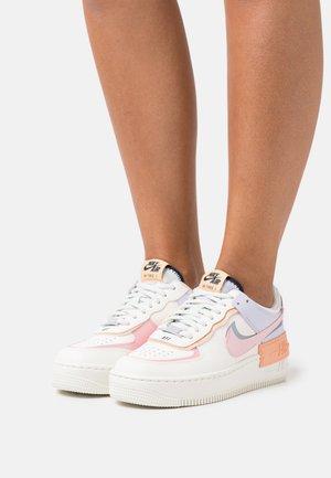 AIR FORCE 1 SHADOW - Sneakers basse - sail/pink glaze/orange chalk/dark obsidian/light soft pink/barely green