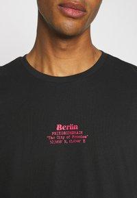 YOURTURN - UNISEX - T-shirt med print - black - 4