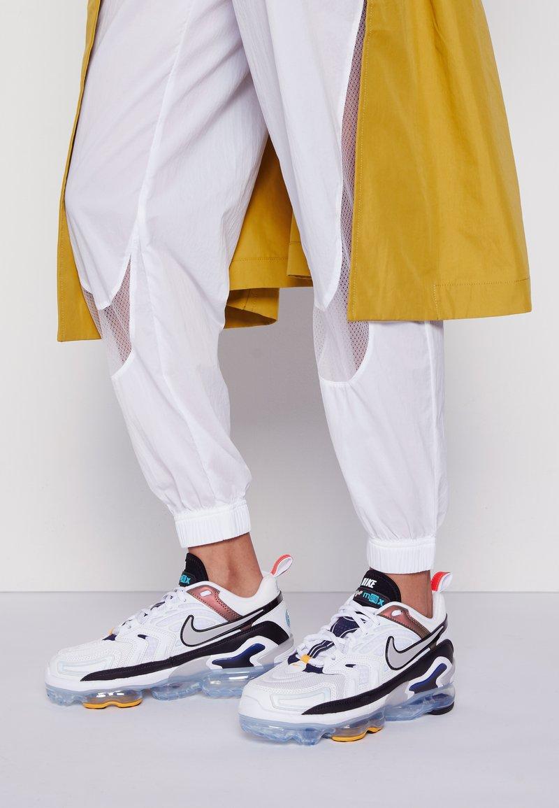 Nike Sportswear - AIR MAX VAPORMAX EVO - Trainers - white/tech grey/midnight navy/hyper blue