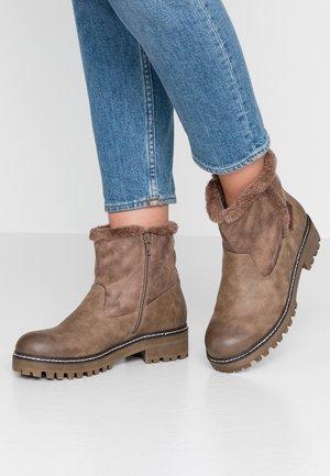 Winter boots - beige