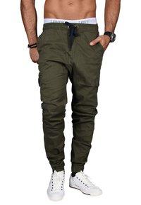 Alessandro Salvarini - DESIGNER - Cargo trousers - grün - 0