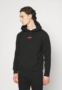 Calvin Klein Jeans - NEW ICONIC ESSENTIAL HOODIE - Sweatshirt - black - 0